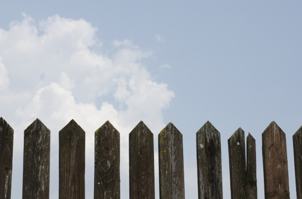 fence-1144729_1920